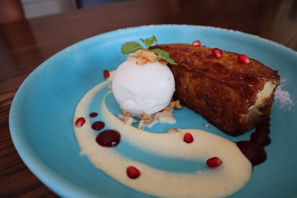 Torrija (bread, madagascar vanilla ice cream, berries) 250バーツ