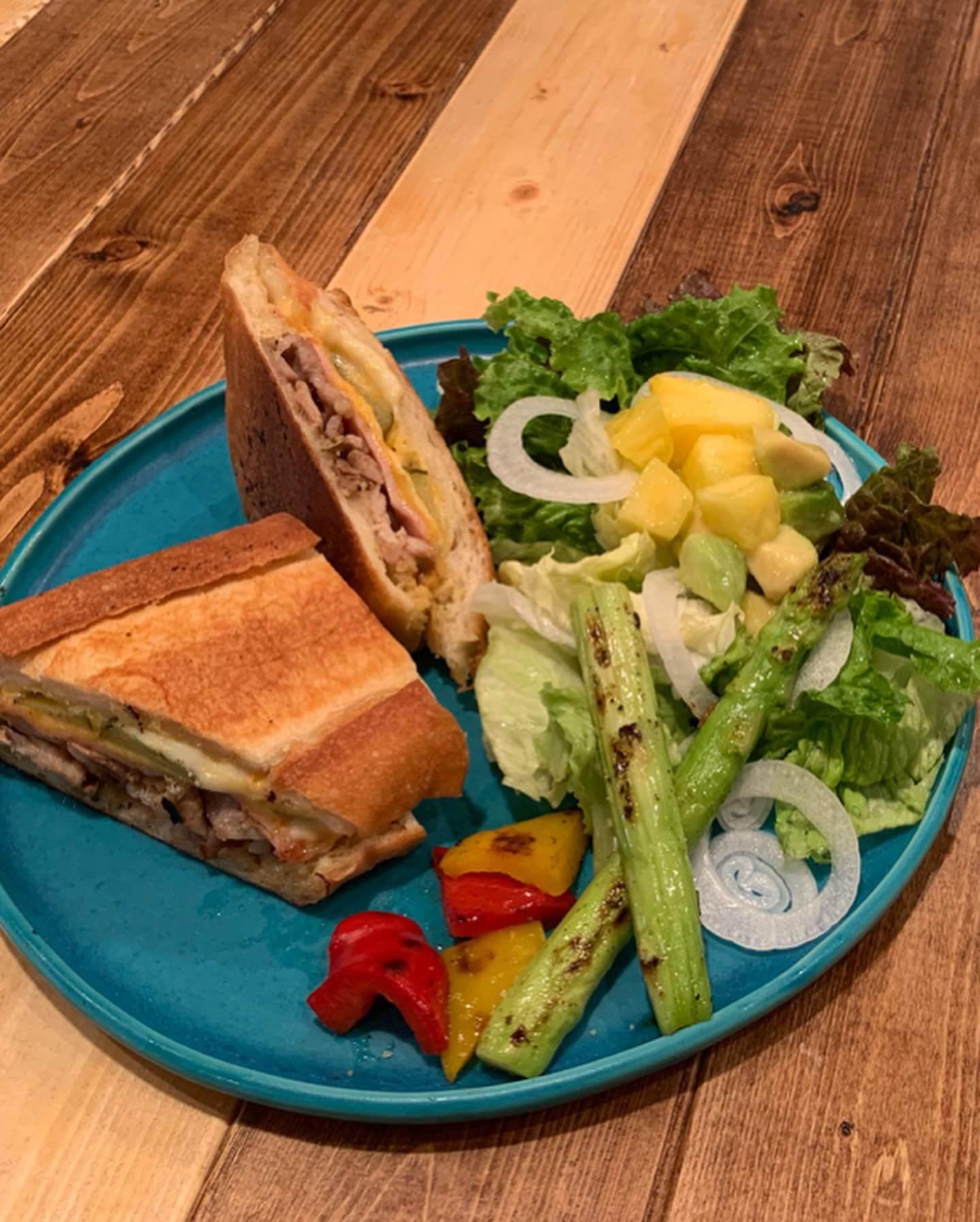 『cubano tea channel』料理と店内の キューバンサンドイッチ