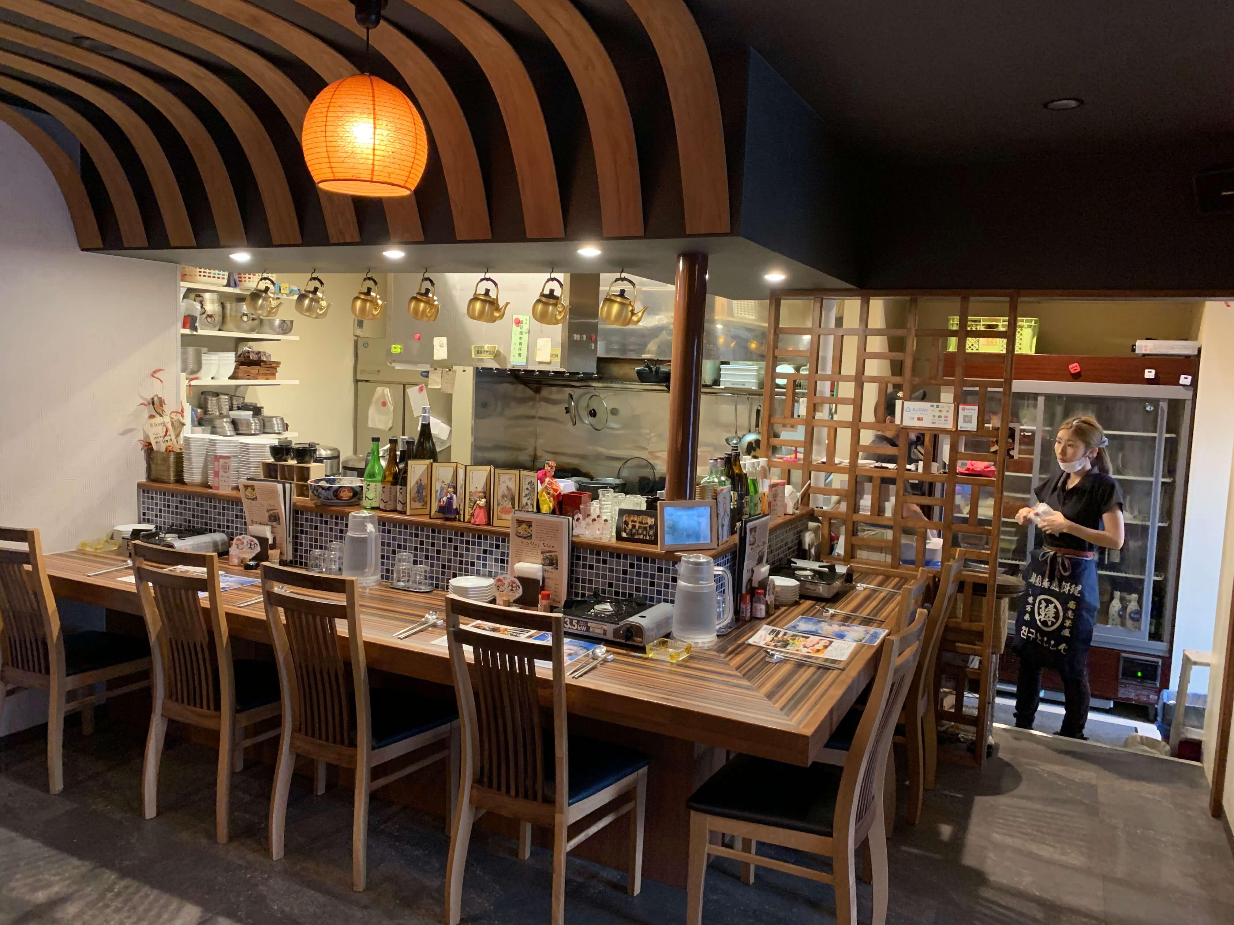 伊万里の韓国家庭料理『チングとここで』カウンター席