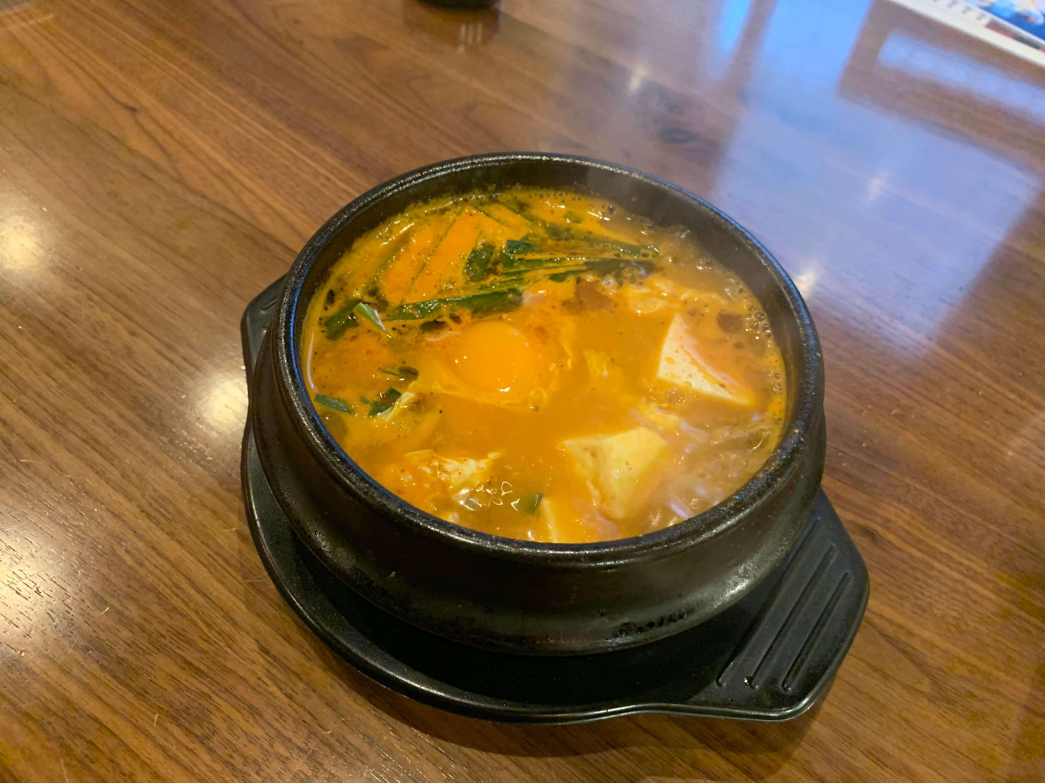 伊万里の韓国家庭料理『チングとここで』スンドゥプチゲ