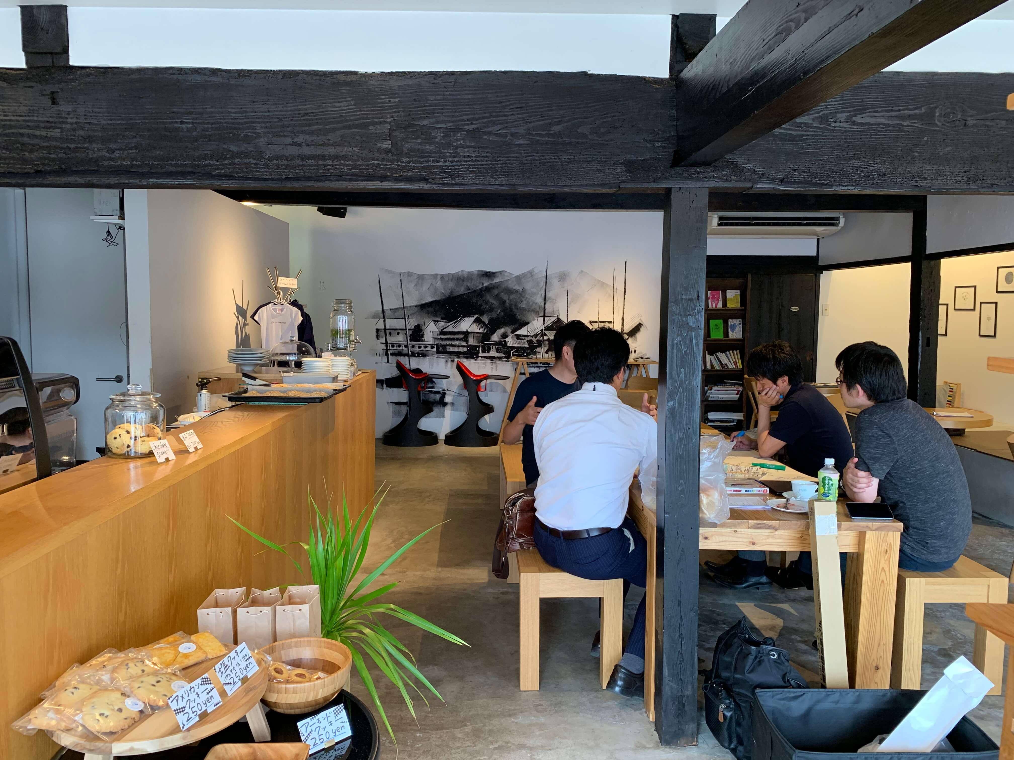 LIB Coffee 伊万里 入り口