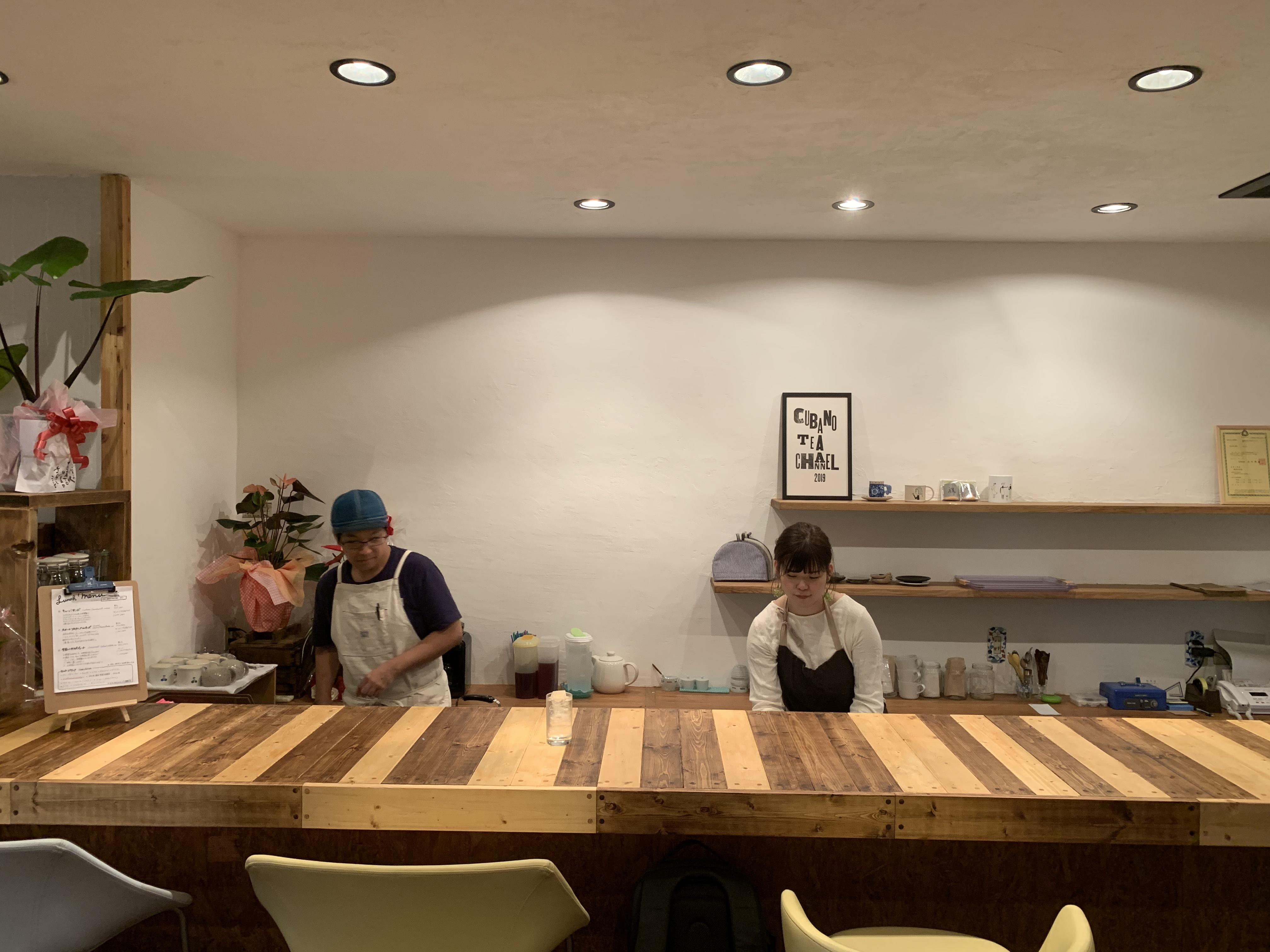 『cubano tea channel』料理と店内の カウンター